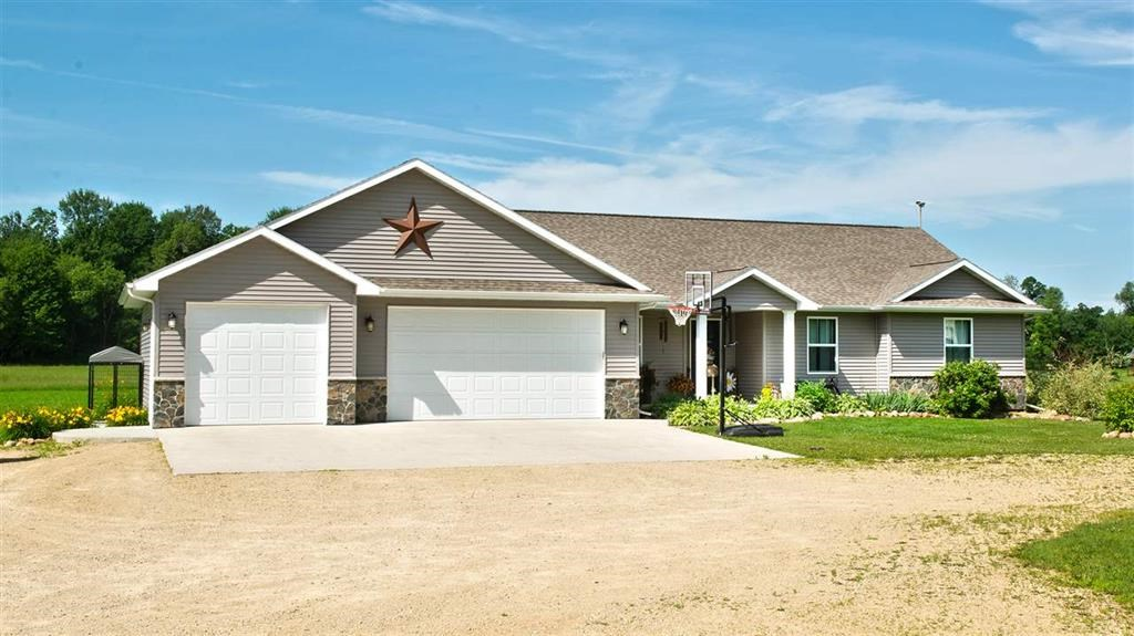 Beautiful Country Home for Sale in Iola, WI