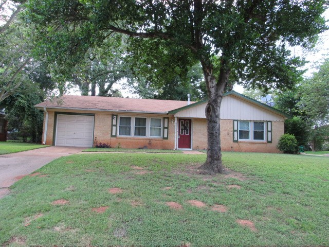 2/1 HOME FOR SALE IN PALESTINE TEXAS
