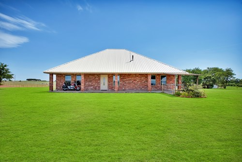 Country Home on 6.95 Acres mol