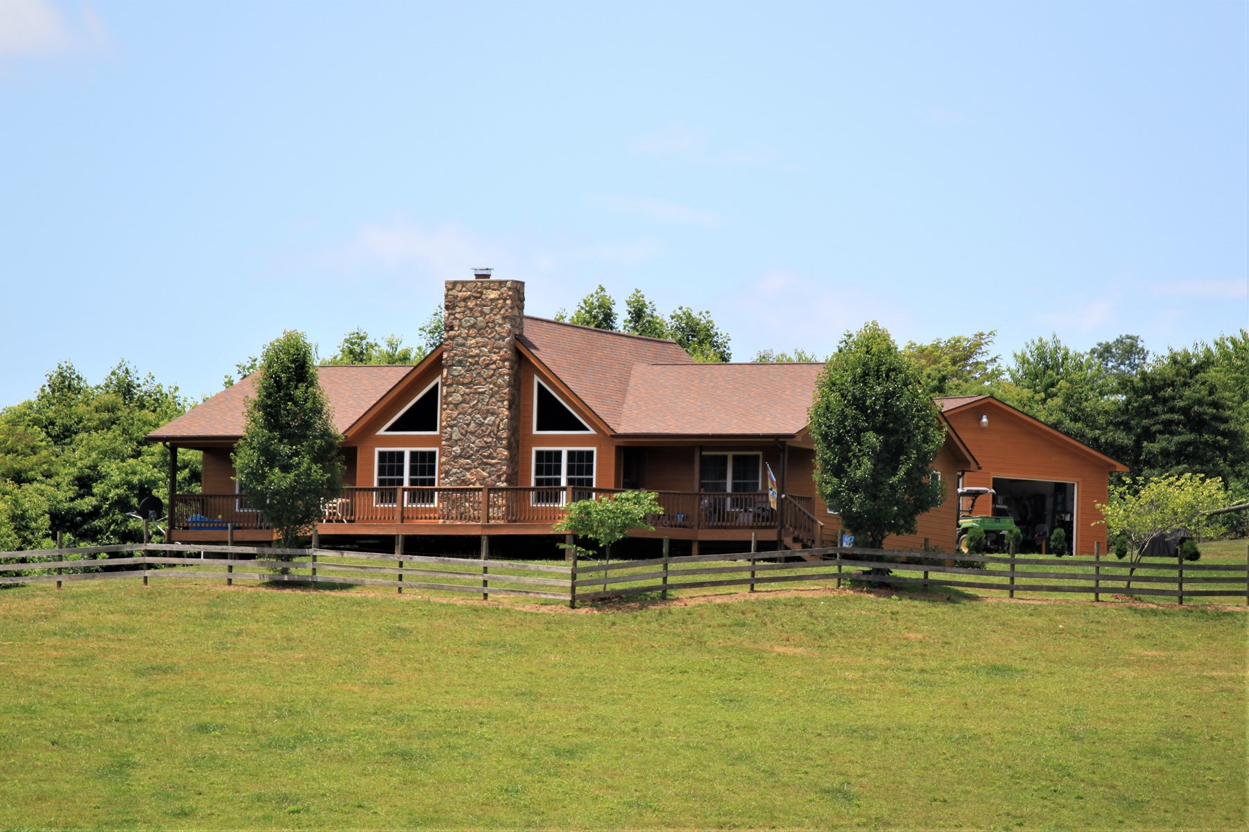 Country Farm Home for Sale in Castlewood VA!