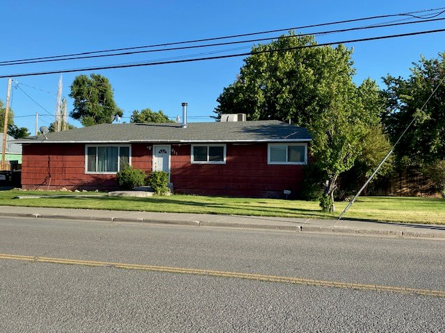 Great 3 bedroom/ 2 bath home on a corner lot