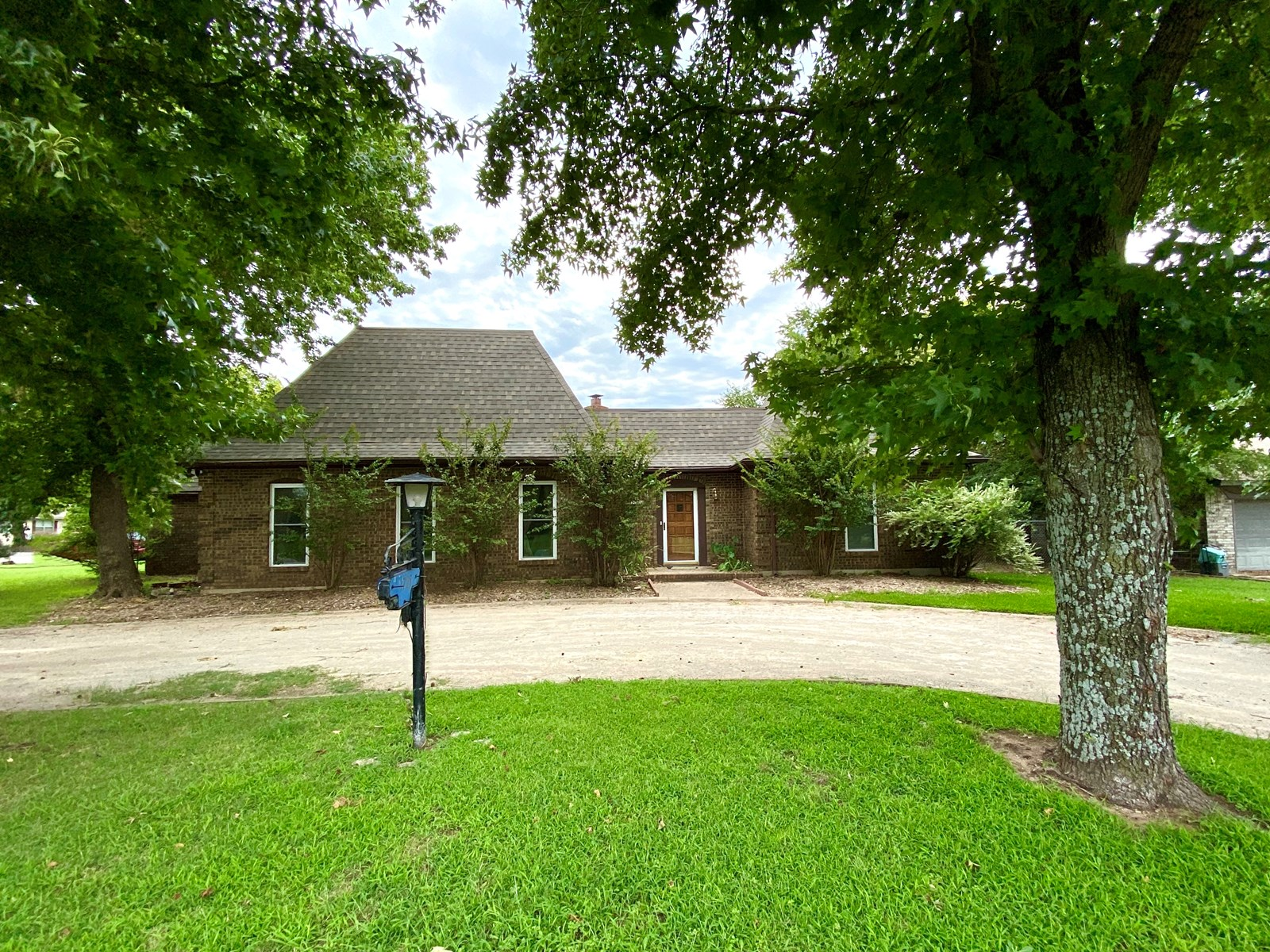 OKLAHOMA HOME FOR SALE CLOSE TO CASINO, SPA, RECREATION