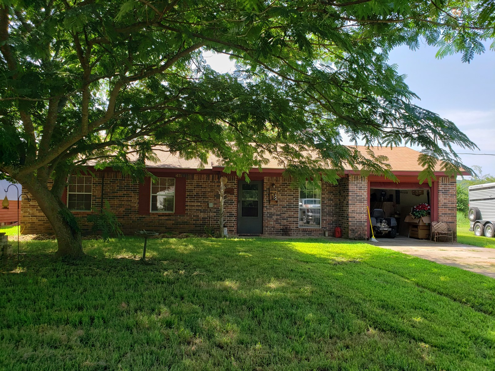 Country Brick Home for Sale – Summerfield, Oklahoma
