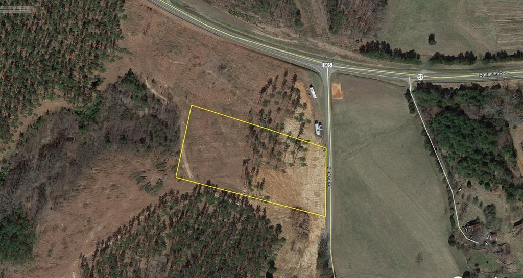 3.55 ac lot located near the town of Chatham in Pittsylvania