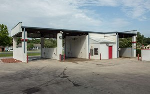 COMMERCIAL CAR WASH, BUSINESS AND LAND IN ONE PACKAGE!