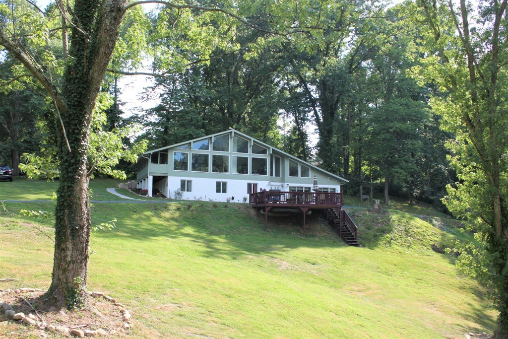 Spacious Country Home for Sale in Bristol VA!