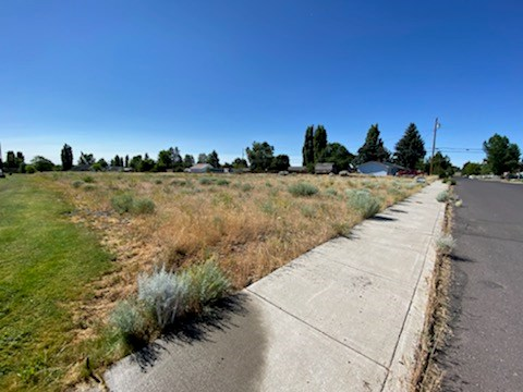 1.71 ACRE MULTI-FAMILY ZONED LOT IN HINES OREGON