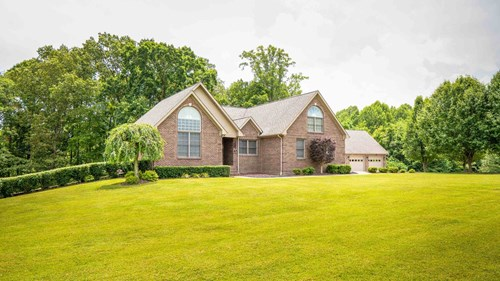 4000 SQUARE FOOT BRICK HOME ON 3 ACRES