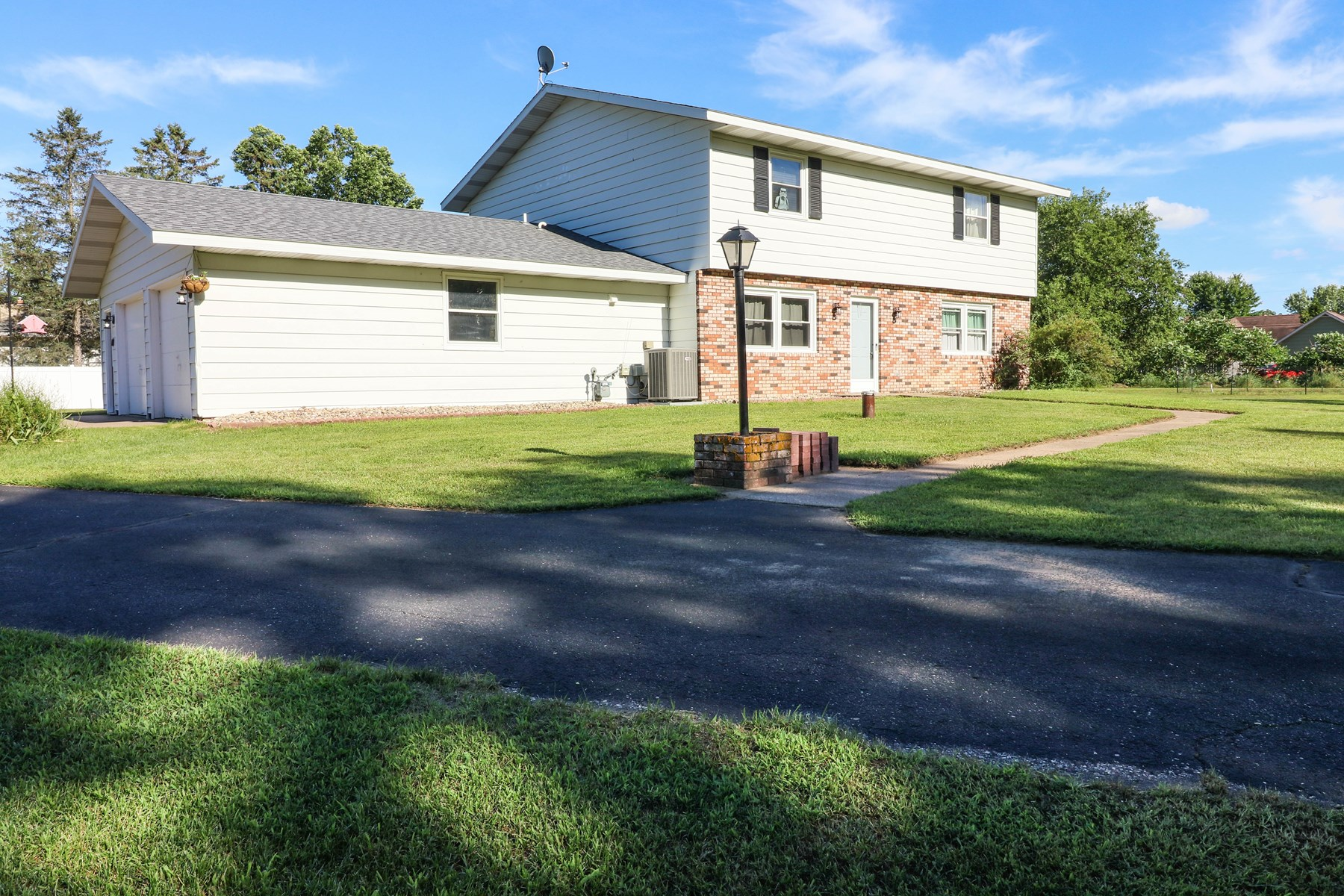 Home for Sale in Stevens Point, WI - County Feel