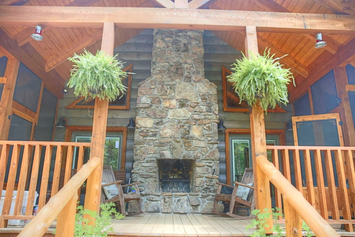 Custom Log Home for Sale in West Plains, MO. - Howell County