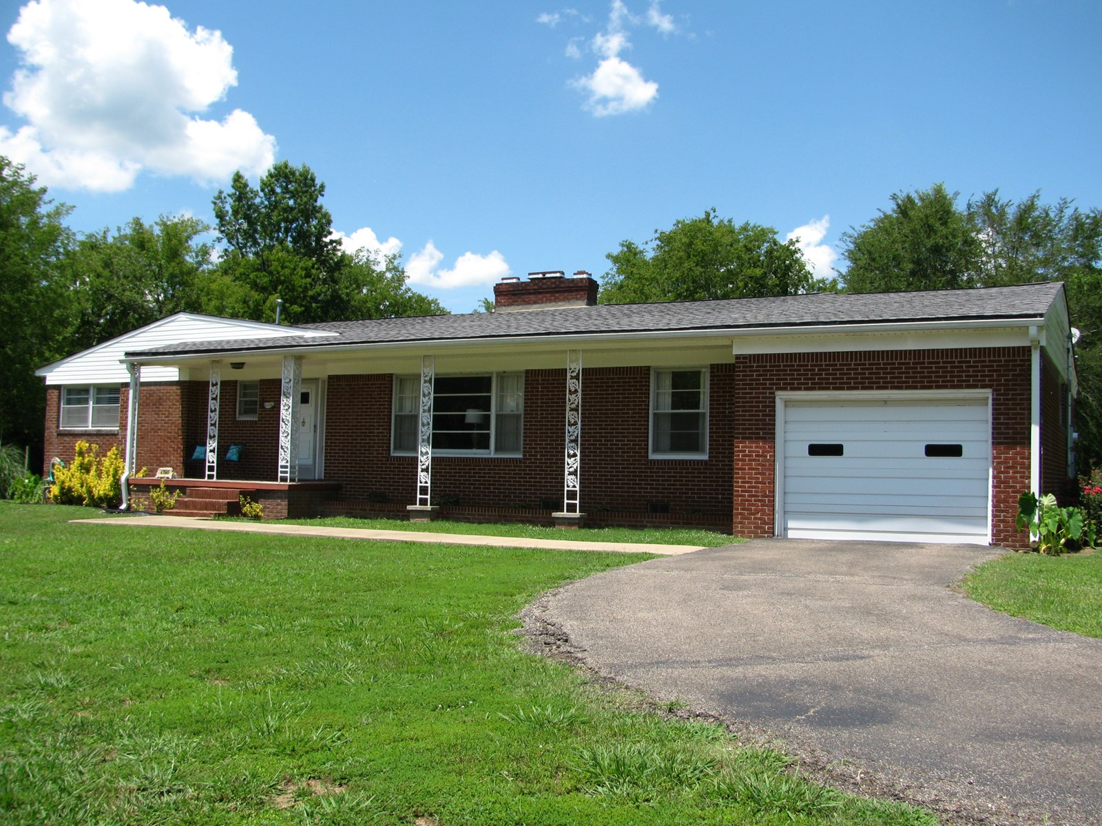 COUNTRY HOME IN TN FOR SALE, SHOP, SHEDS, HOBBY FARM
