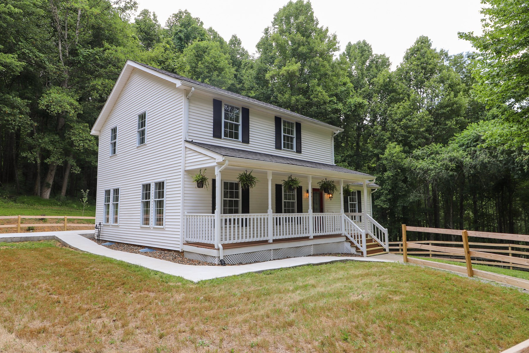 Stunning Farmhouse for Sale in Willis VA