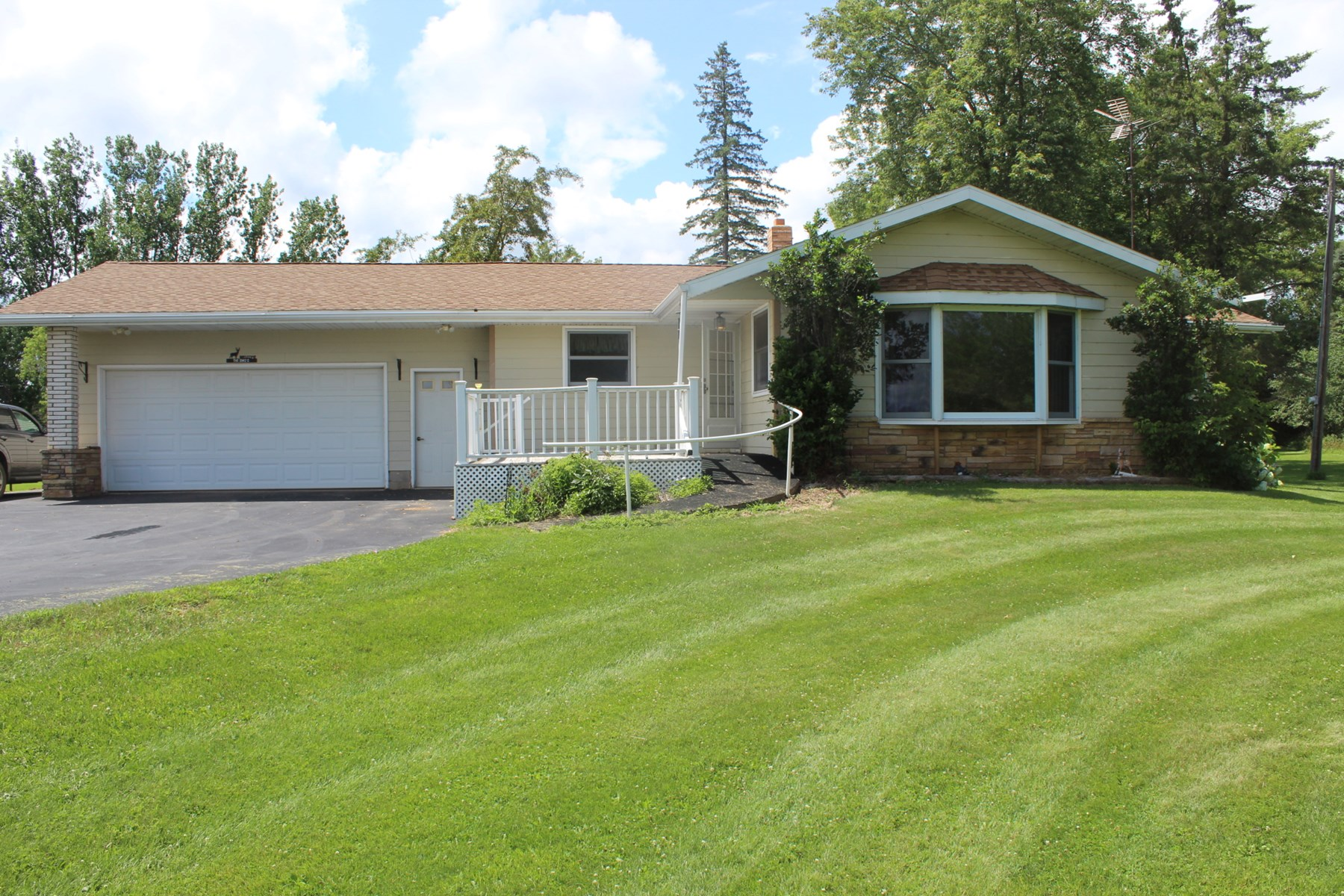 Milaca Country Home for Sale on 19.98 Acres