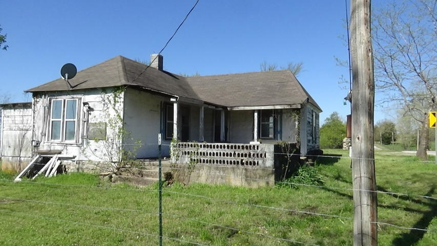 Vintage Home for Commercial Opportunity in Tecumseh MO