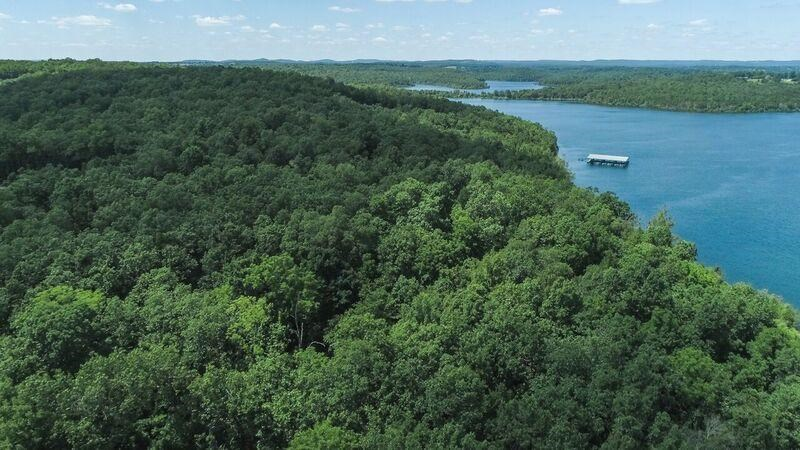 Lot 20 in Landings North Subdivision on Bull Shoals Lake