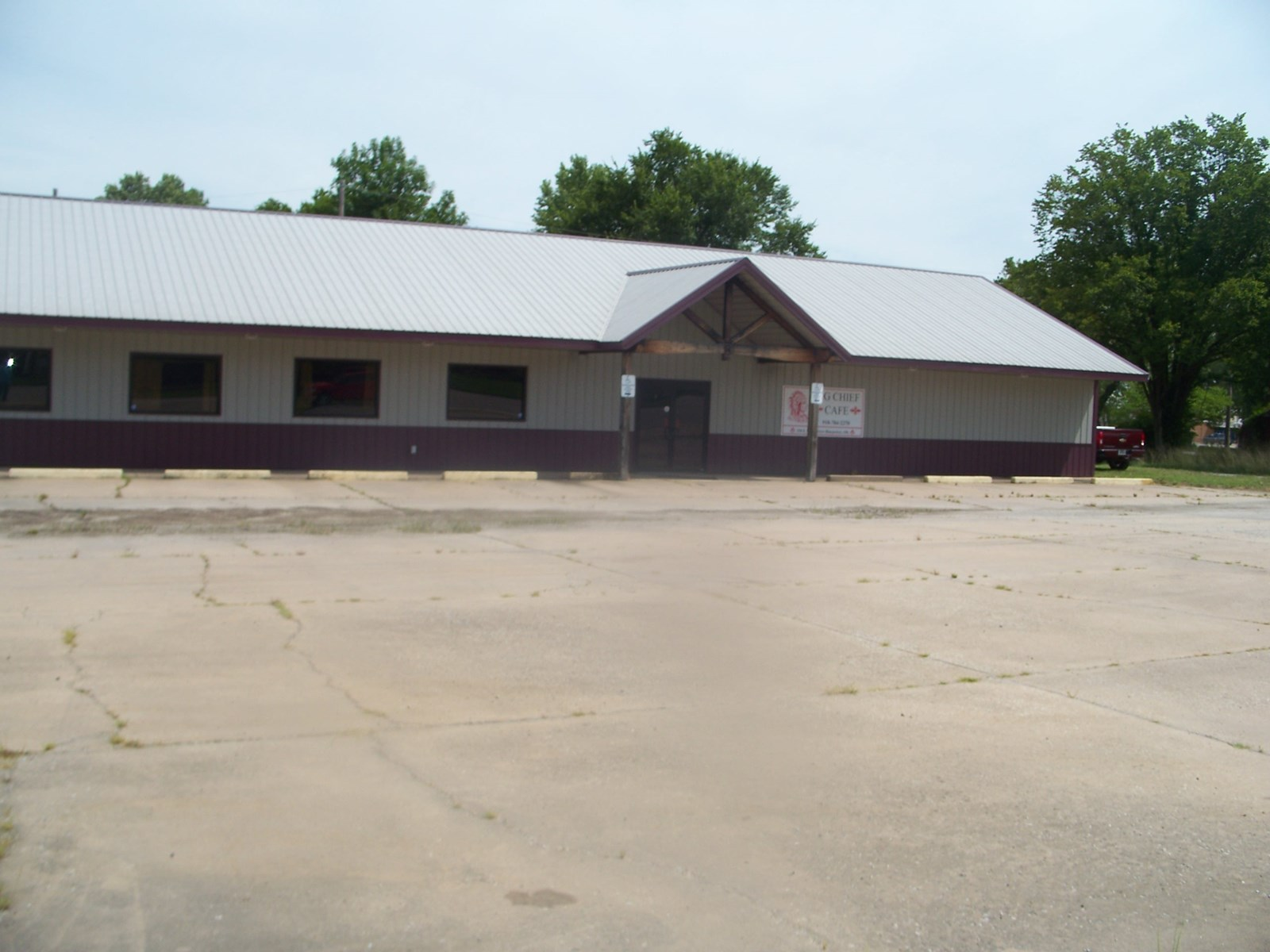 "AUCTION OF FORMER  ""BIG CHIEF"" RESTAURANT,  BLUEJACKET, OK"