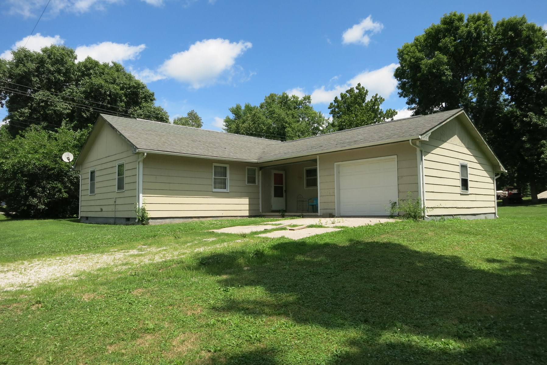 Ranch Home For Sale in Small Community