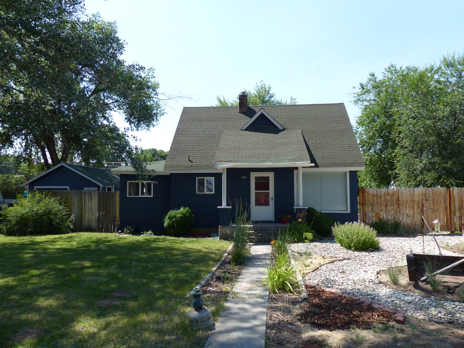 BEAUTIFUL UPGRADED HOME IN HINES - GREAT YARD!