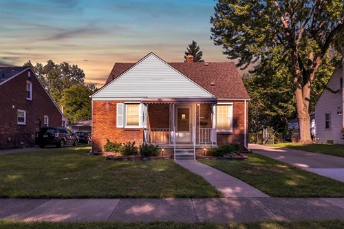 Meticulously maintained Royal Oak brick bungalow!