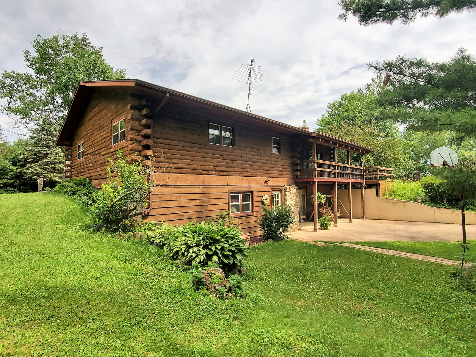 Log Home For Sale in Waupaca County