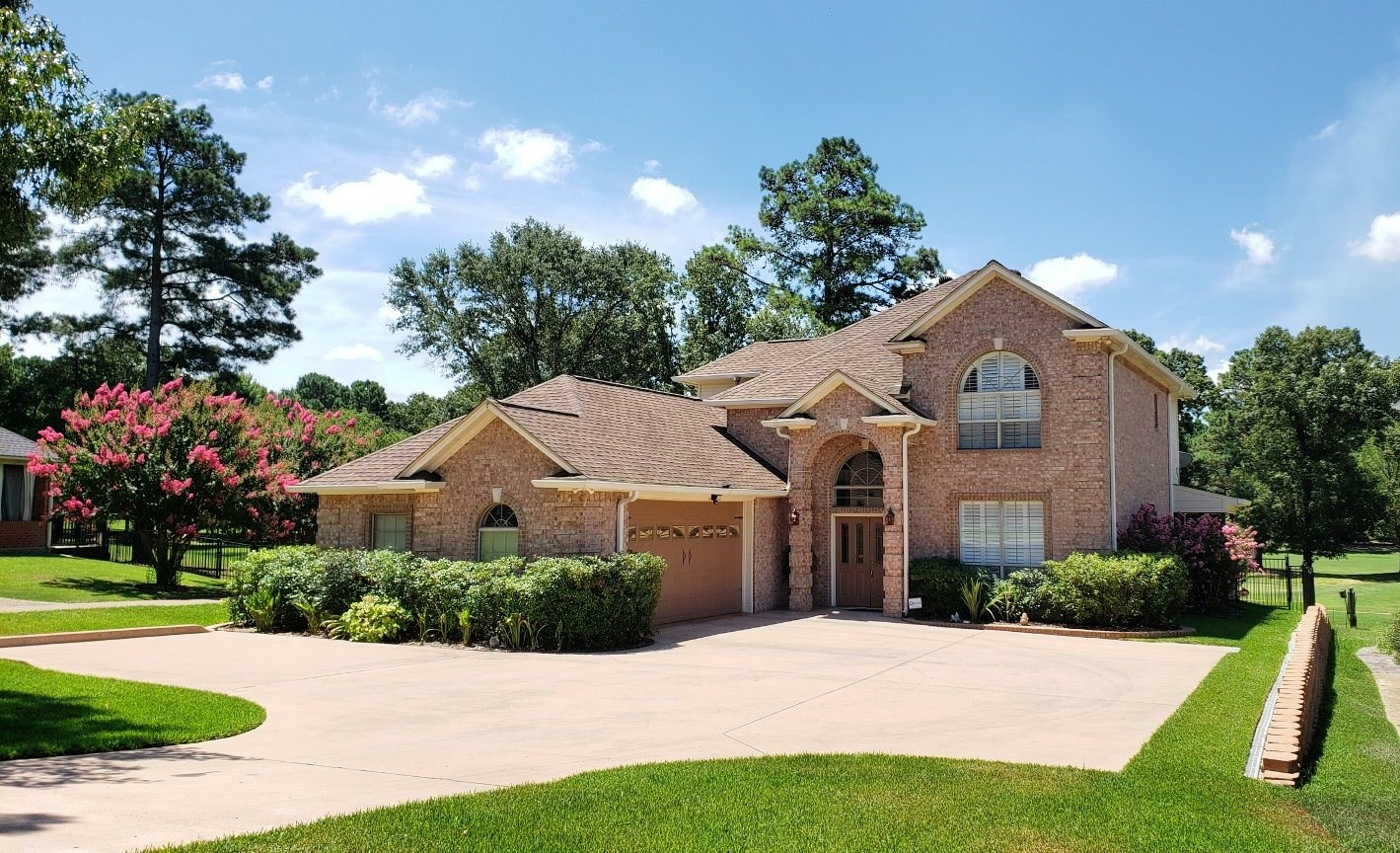 IMMACULATE HOME IN GOLF COURSE SUBDIVISION IN EAST TEXAS