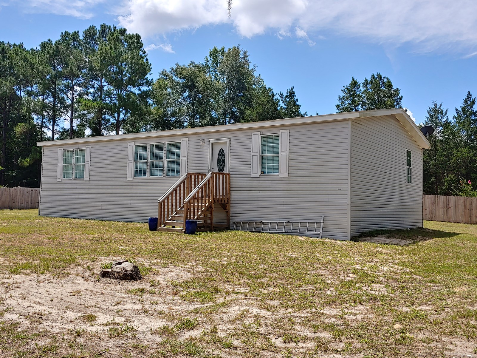 3 Bedroom Two bath Updated Trenton Florida Country Living