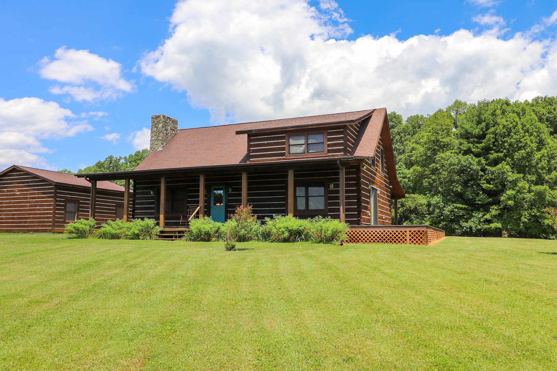Beautiful Log Home for Sale in Hillsville VA!