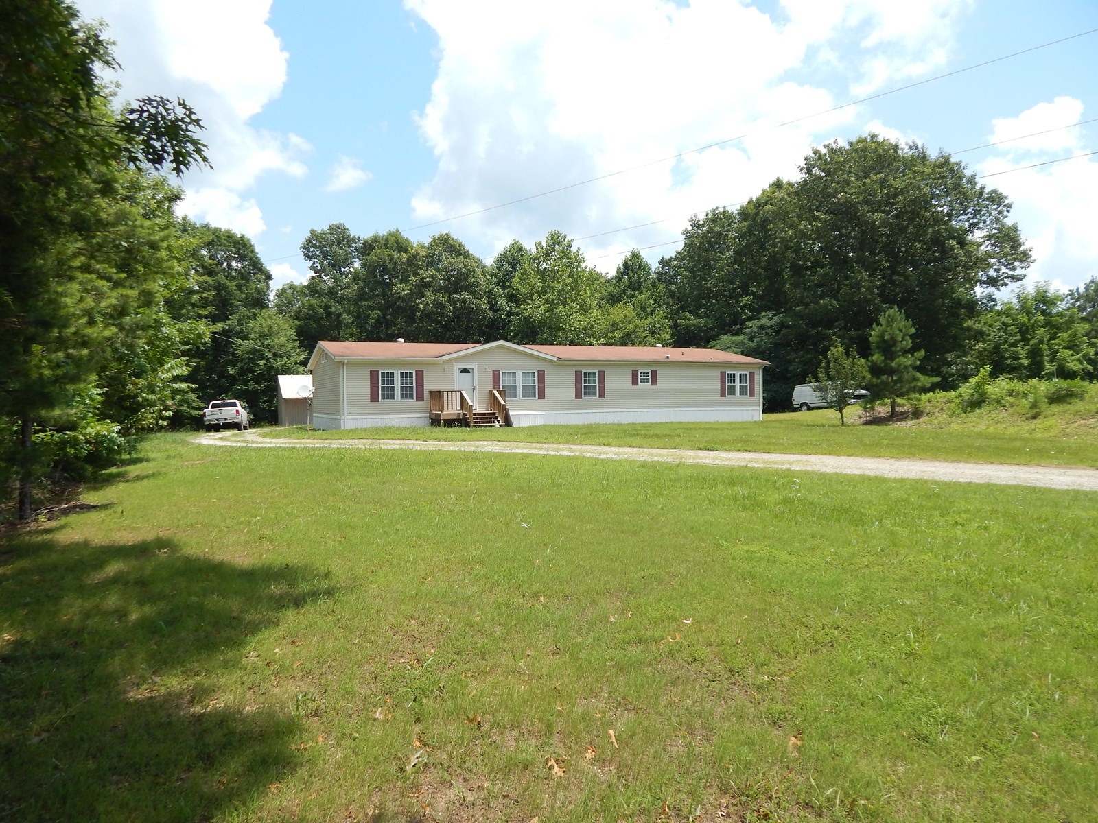 Tennessee Country Home 4 bed 2 bath on 6.9 Wooded Acres!