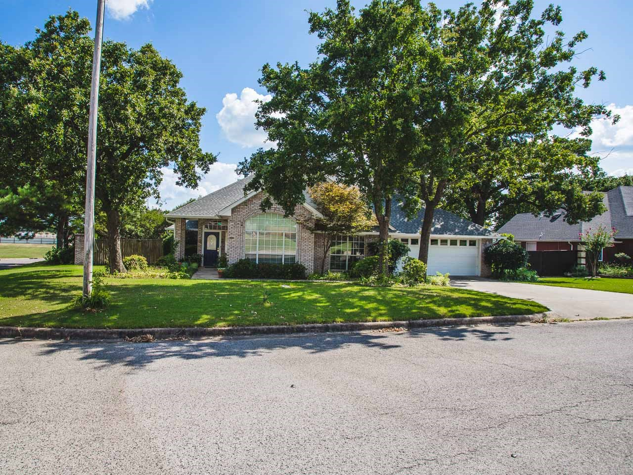 Single Story move-in-ready home in Country Club Estates
