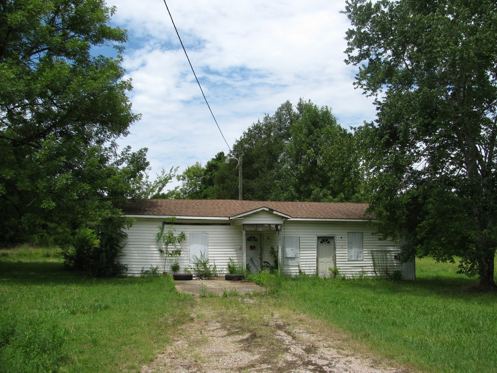 LAND FOR SALE IN ADAMSVILLE, TN, OLD HOUSE