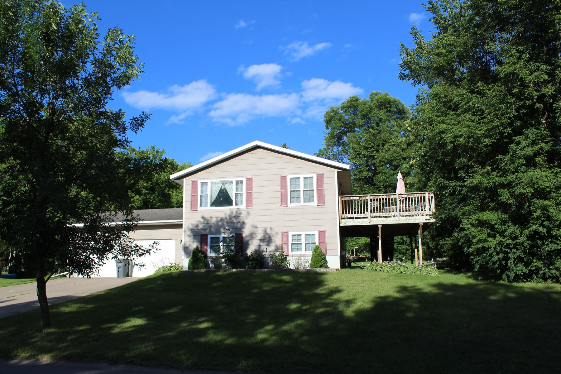 3BR/2BA Home on large lot in Milaca for Sale