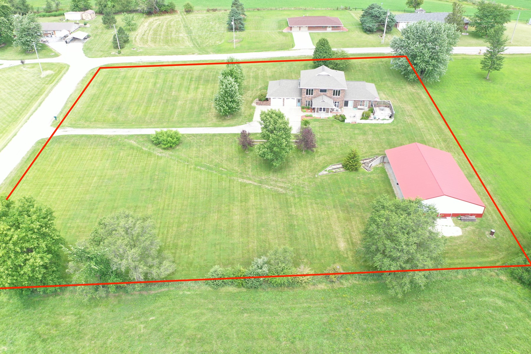 Acreage with Building on the Edge of Town in Bedford Iowa