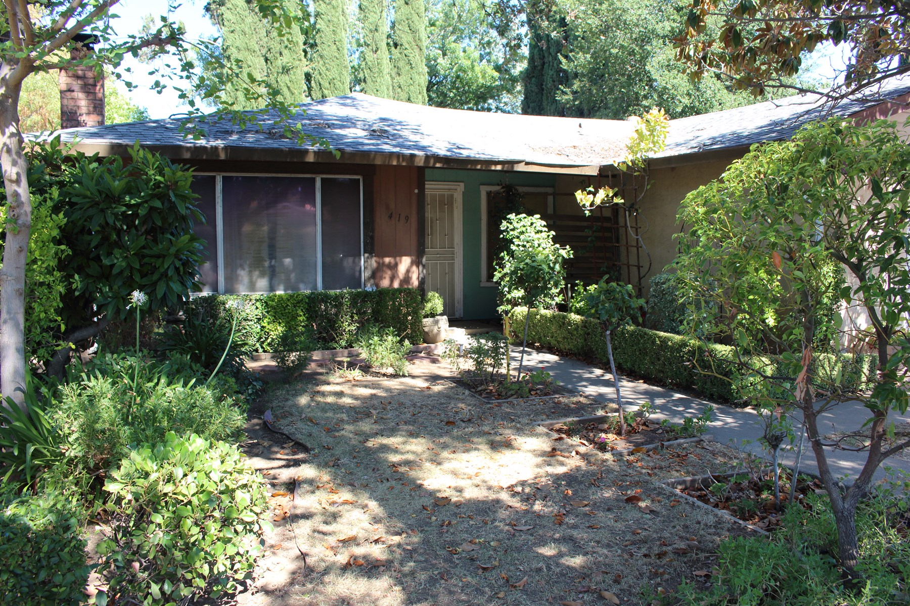 NO RESERVE AUCTION/ Residential Fixer Upper