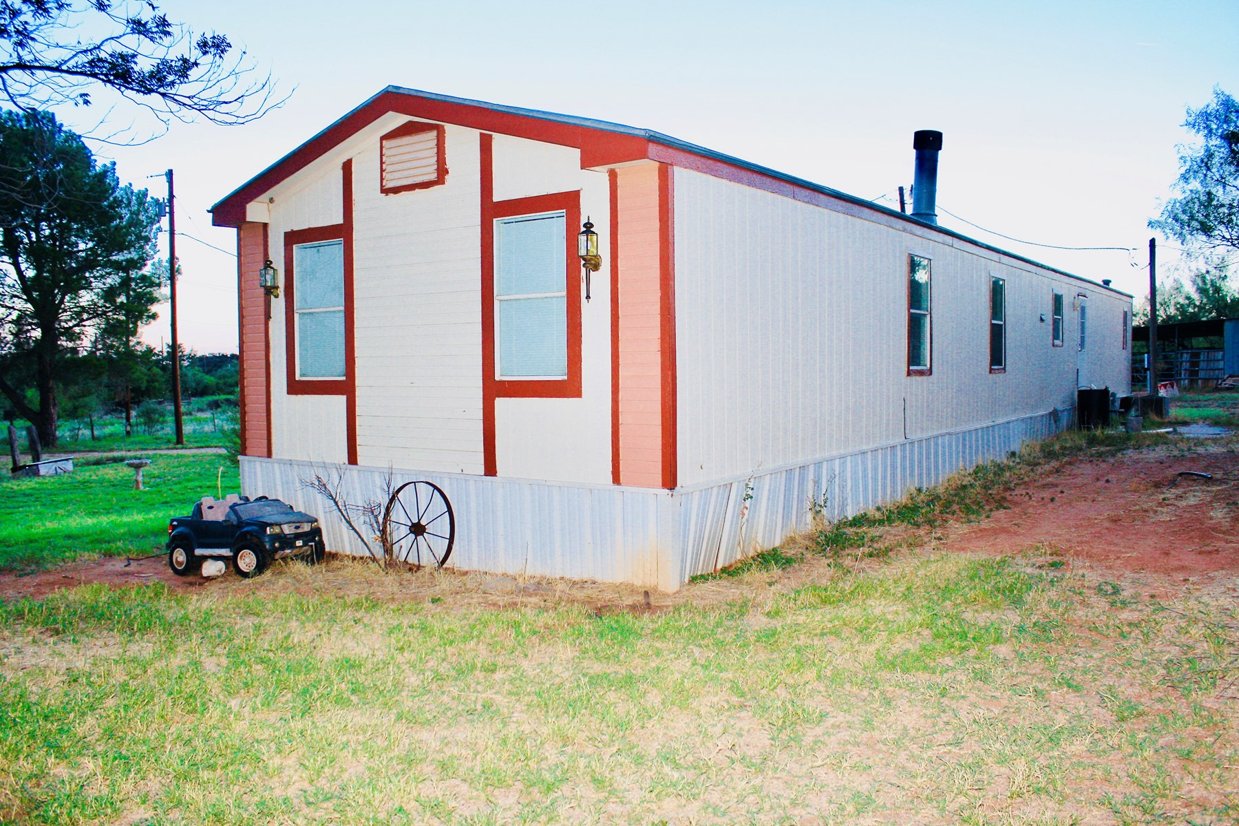 Land for sale featuring: 3bd 2bth mobile home & roping arena