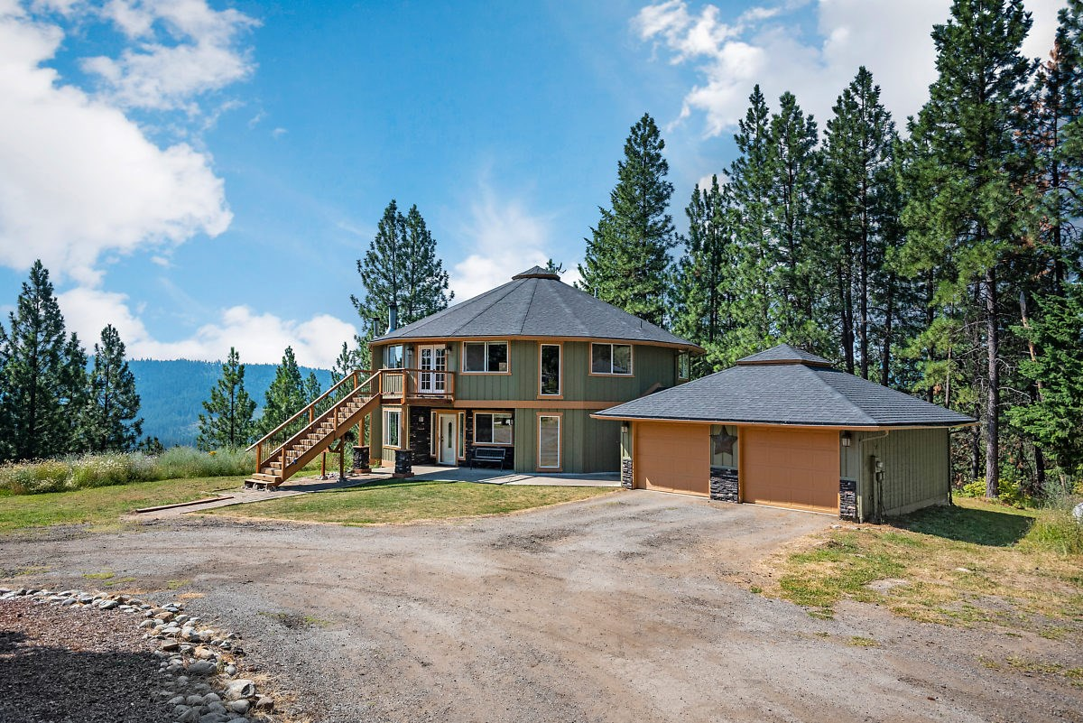 North Idaho Dream Home On Nearly 11 Acres In Cougar Gulch