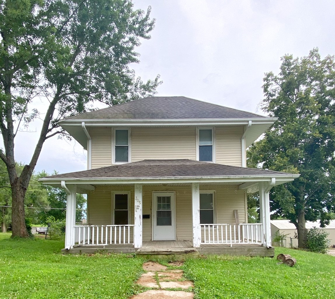 Home For Sale in Mount Ayr Iowa