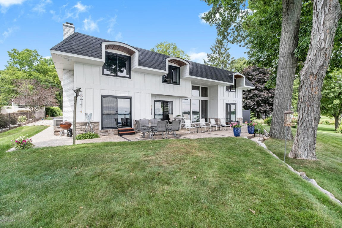 Exclusive North-end Gull Lake home with amazing lake views