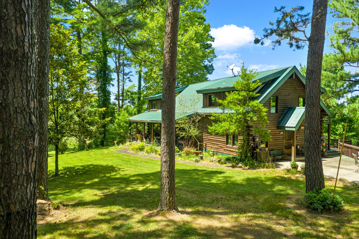 Luxury Log Home & 5 Acres For Sale in Kentucky