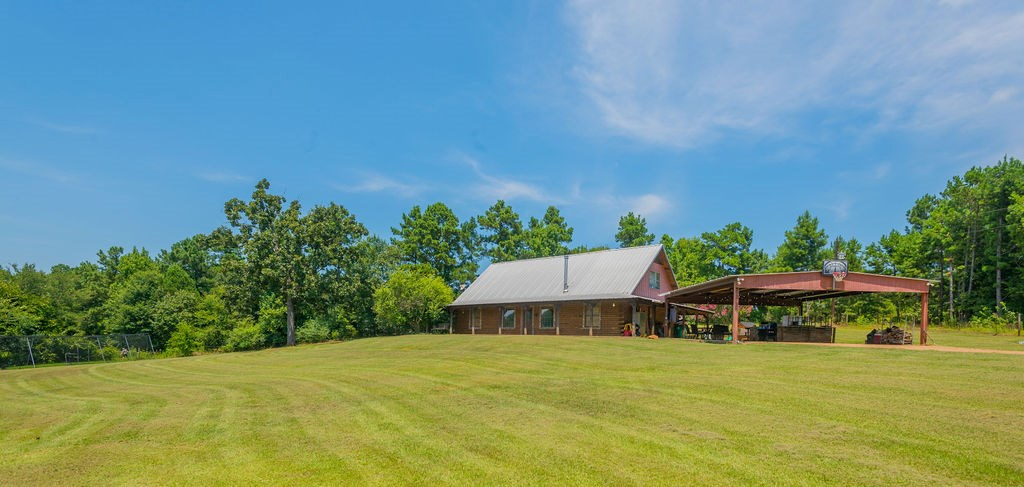 TEXAS COUNTRY LOG HOME FOR SALE IN LONGVIEW