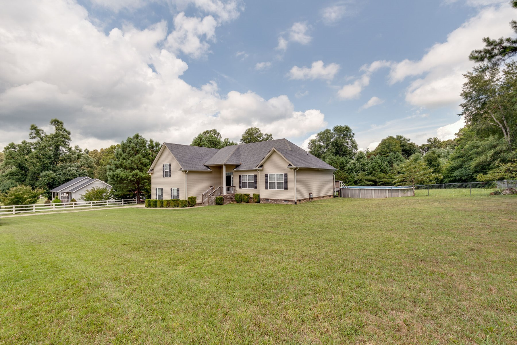 Country Home with Acreage for Sale, in Dickson, Tennessee
