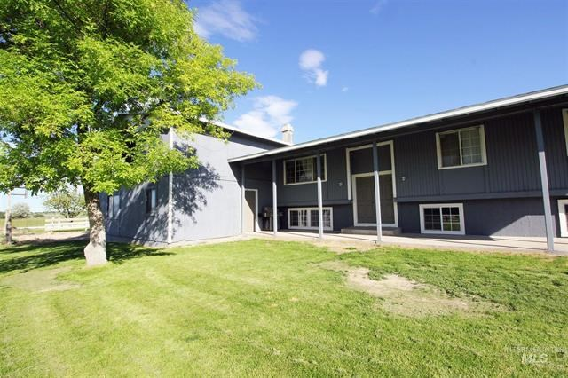 Spacious Country Home and Yard for sale Buhl, ID