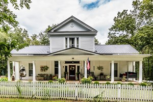 COUNTRY ESTATE WITH ACREAGE FOR SALE IN COLUMBIA, TENNESSEE