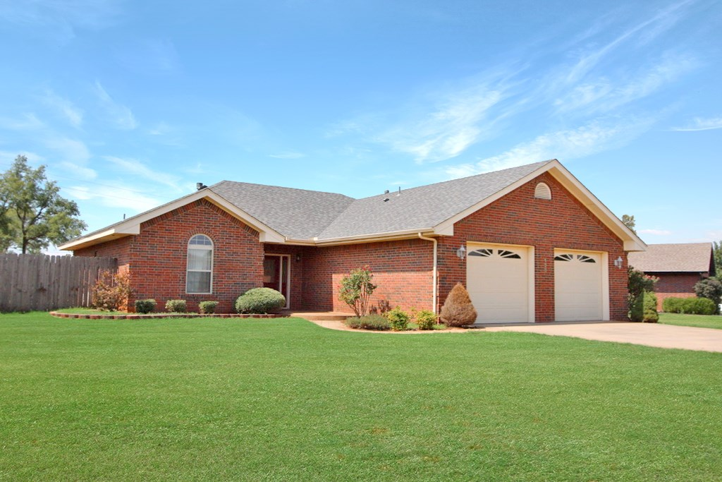 3 BED 2 BATH HOME FOR SALE IN ELK CITY