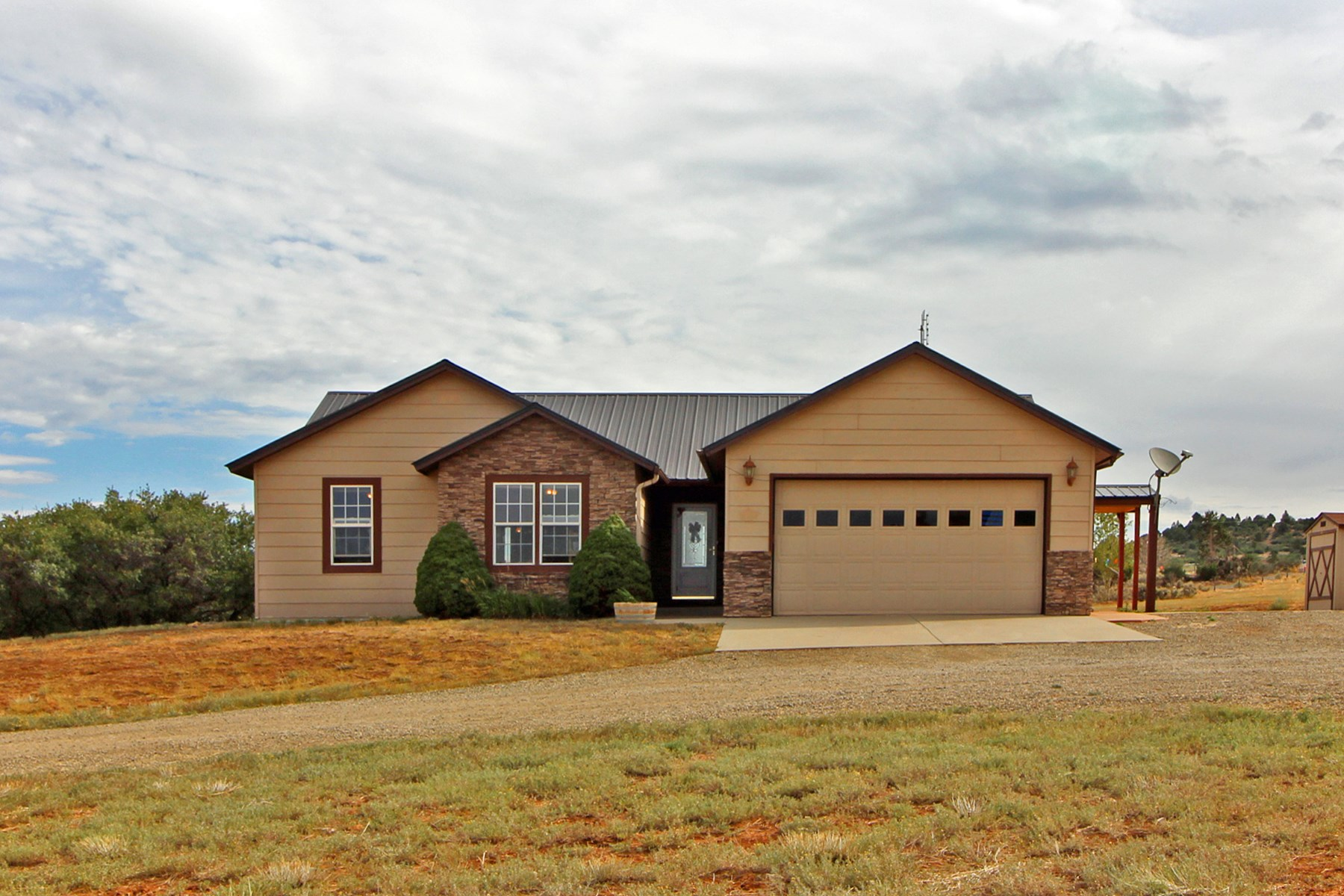 3 BR/2 BA country home on 3+ acres in Southwest, Colorado