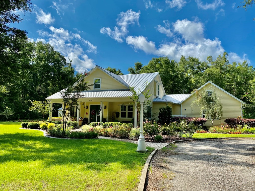 BEAUTIFUL CUSTOM BUILT 3/2.5 HOME ON 5 ACRES IN BELL, FL!