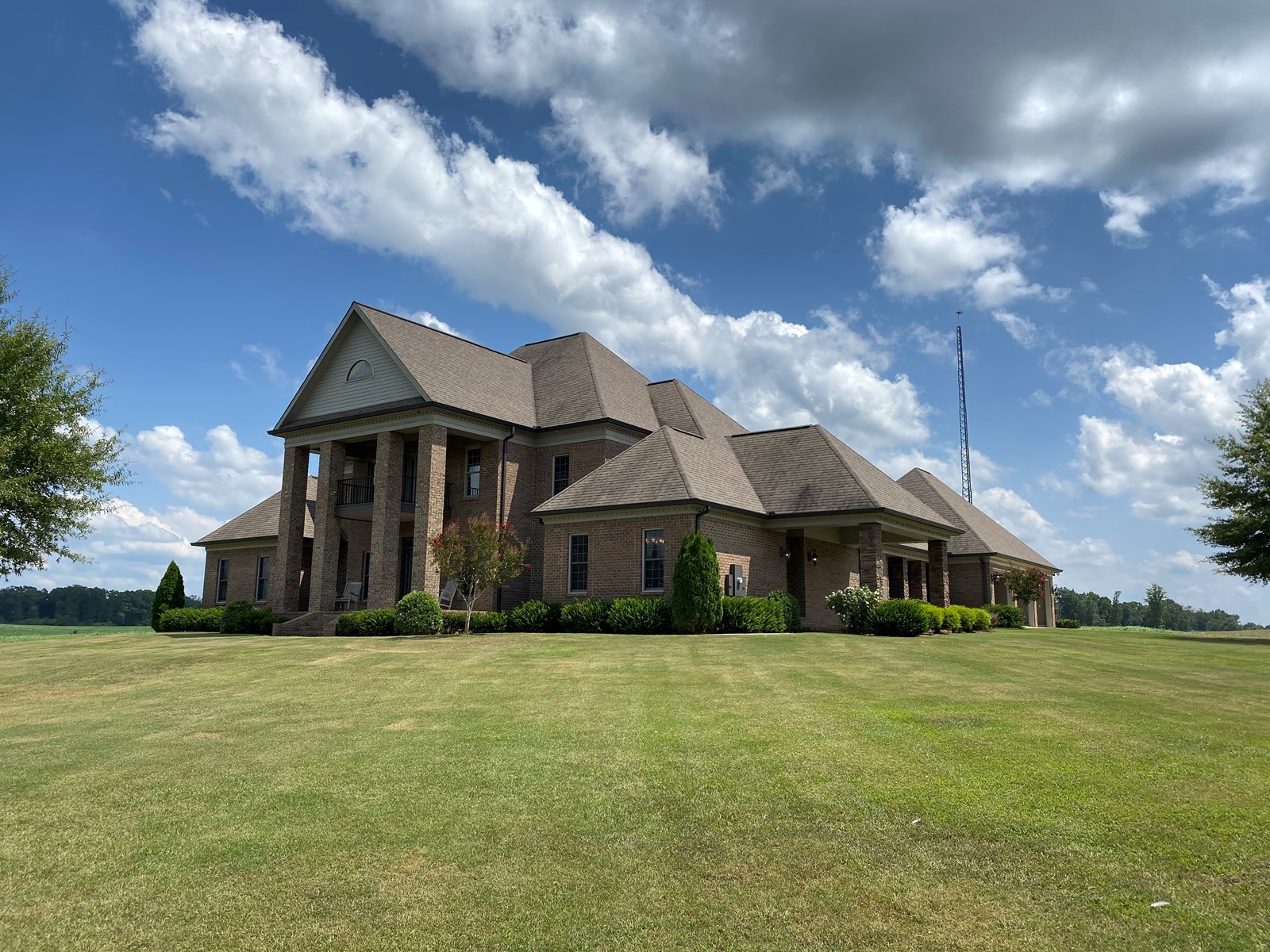 Private Luxury Farm For Sale in Tennessee with Lake