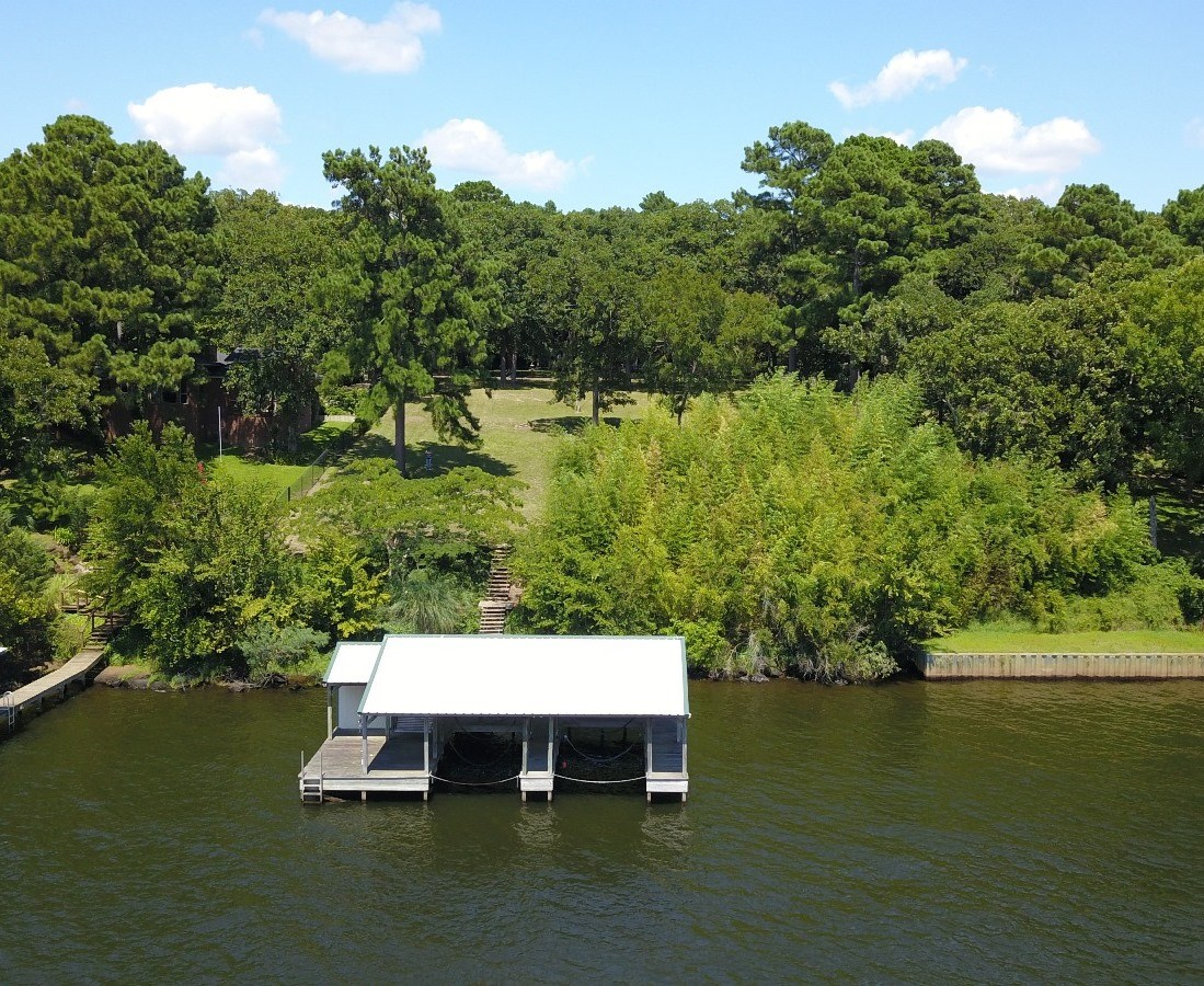 DOUBLE WATERFRONT LOTS ON LAKE PALESTINE WITH BOATHOUSE