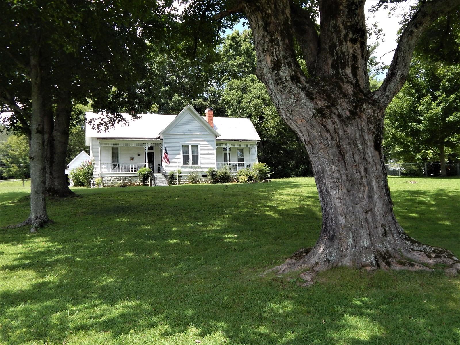 HISTORIC WAYNESBORO, TN. HOME, 3 BED 1 BATH, ON 1.03 ACRE!