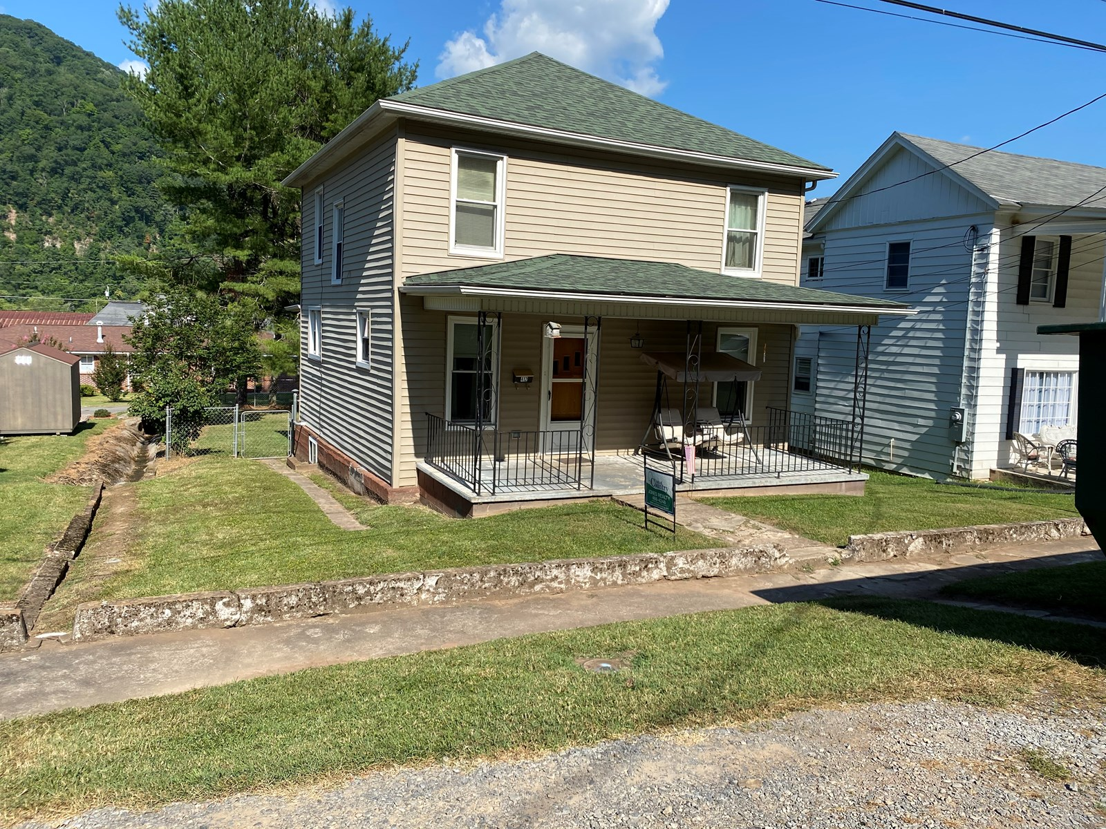 2 Story Historic Home in Hinton, WV    Recreation area....