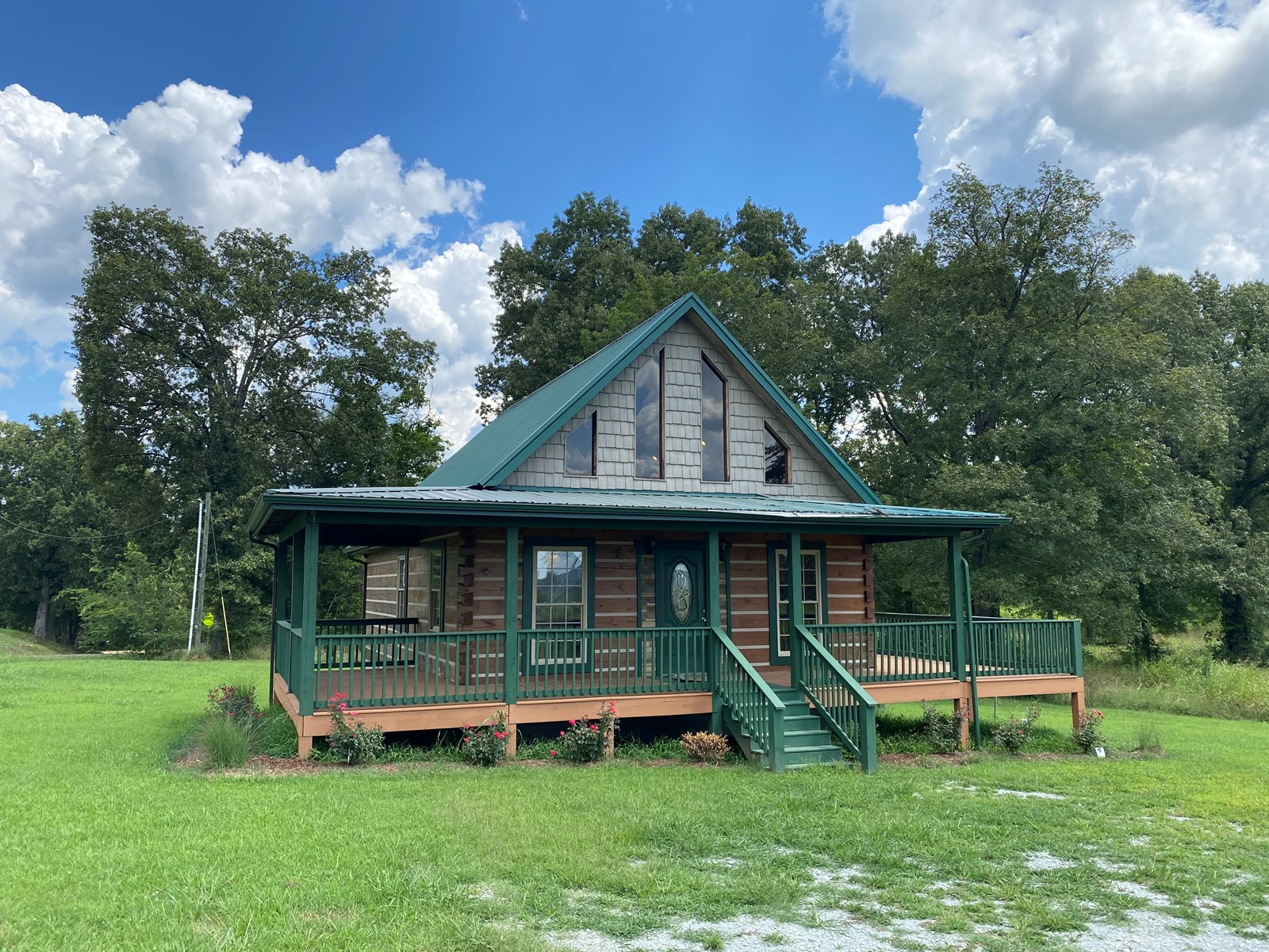 LOG CABIN FOR SALE IN TN NEAR FISHING, BOATING ON TN RIVER